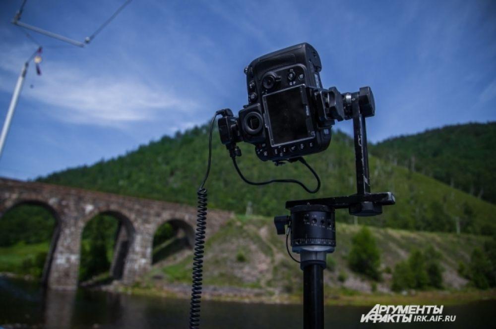 Эта камера будет снимать радиальную панораму, в которую попадут и журналисты.