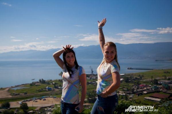 В Култуке девушки из Яндекса с удовольствием позировали журналистам и зевакам.