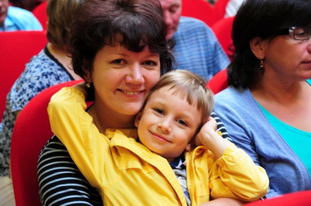 Для справки: Медаль «За любовь и верность» является общественной наградой, учреждённой Организационным комитетом по проведению «Дня семьи, любви и верности в Российской Федерации».