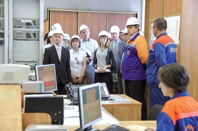 Члены комиссии получили главный щит управления, его ещё называют мозгом станции.