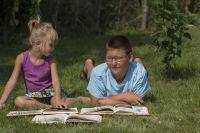 Омичам прививают любовь к чтению и книгам.