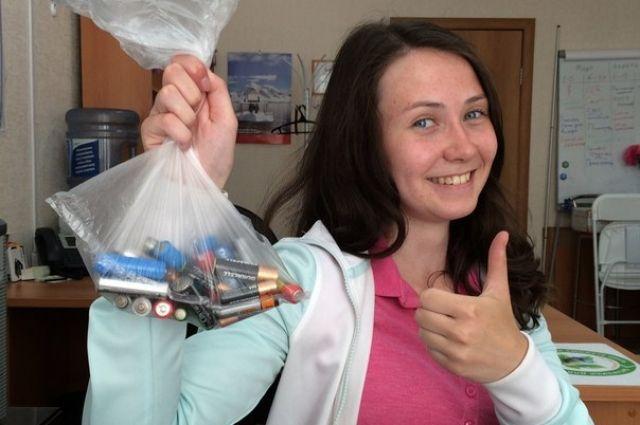Жители Челябинска и Миасса могут получить билеты в кино за старые батарейки