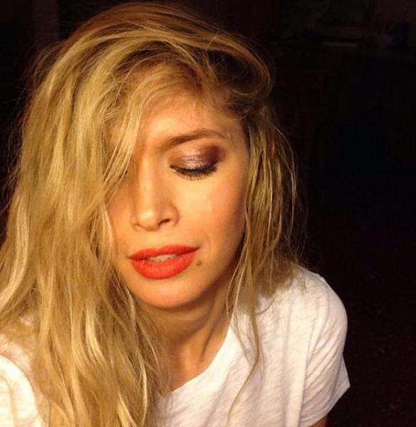 Экс-солистка «ВИА Гры» опубликовала «самострел», на котором предстает в домашнем образе