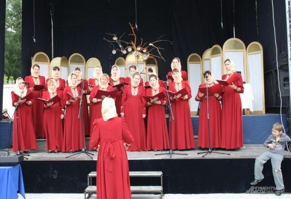 В праздничной концертной программе принимал участие хор «Горлица» миссионерского института.
