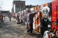 В 2010 году граффитисты уже расписывали Челябинск к 9 мая.