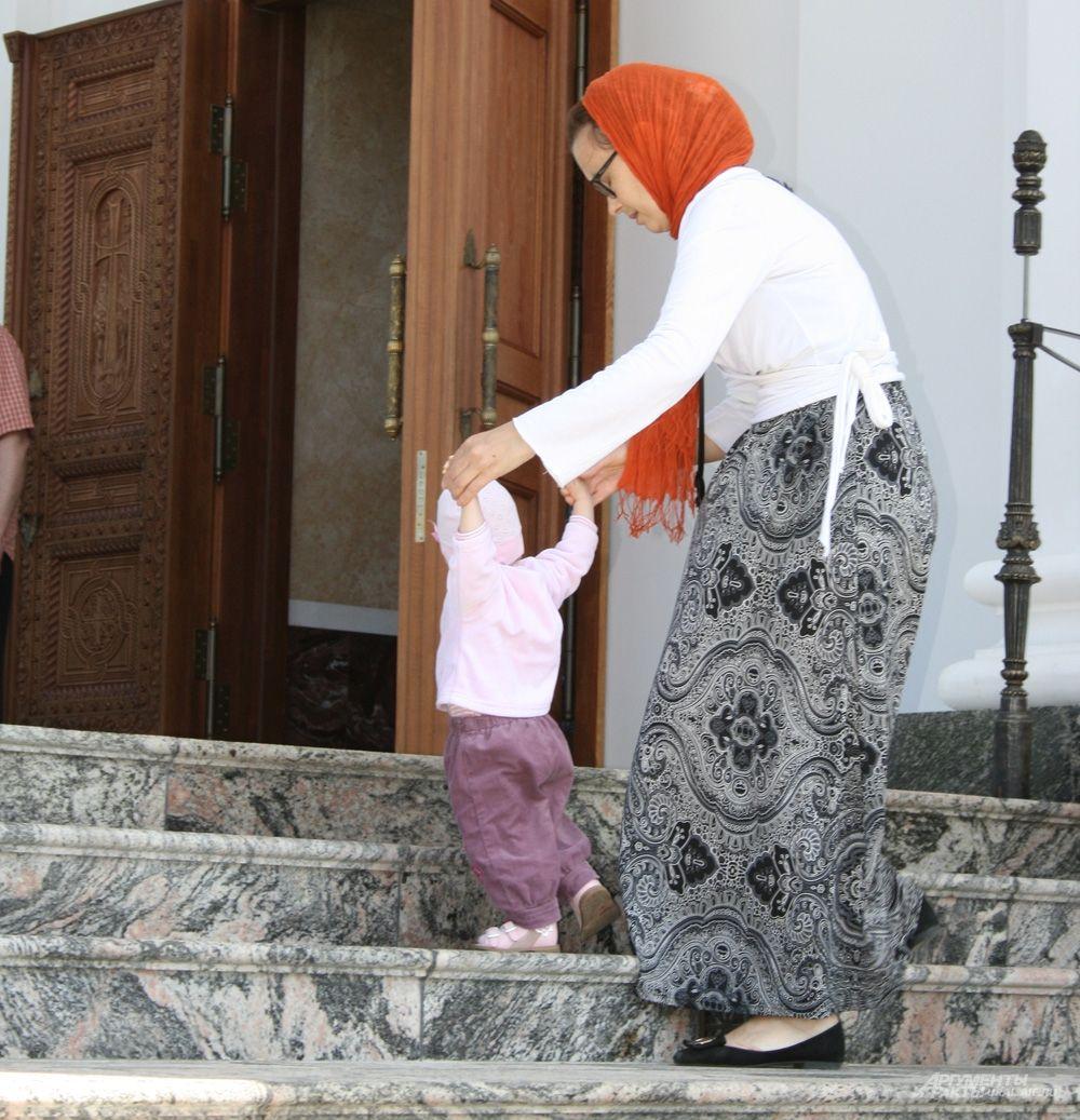 На именинах обители самые маленькие жители Среднего Урала делали свои первые шаги на пути к вере.