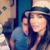 Минимум макияжа в «ресторанном» селфи от певицы Ани Лорак. На фото она с мужем Муратом
