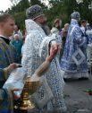 Митрополит Екатеринбургский в Верхотурский Кирилл окроплял святой водой гостей праздника.