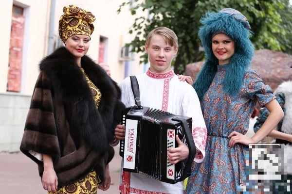Гармонь от Новоторжской ярмарки у победителя фестиваля Добрыни Ситникова