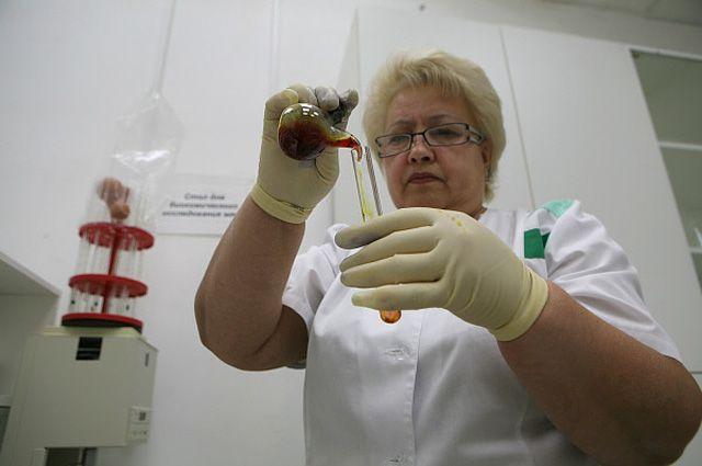 Сотрудница лаборатории ветеринарно-санитарной экспертизы.