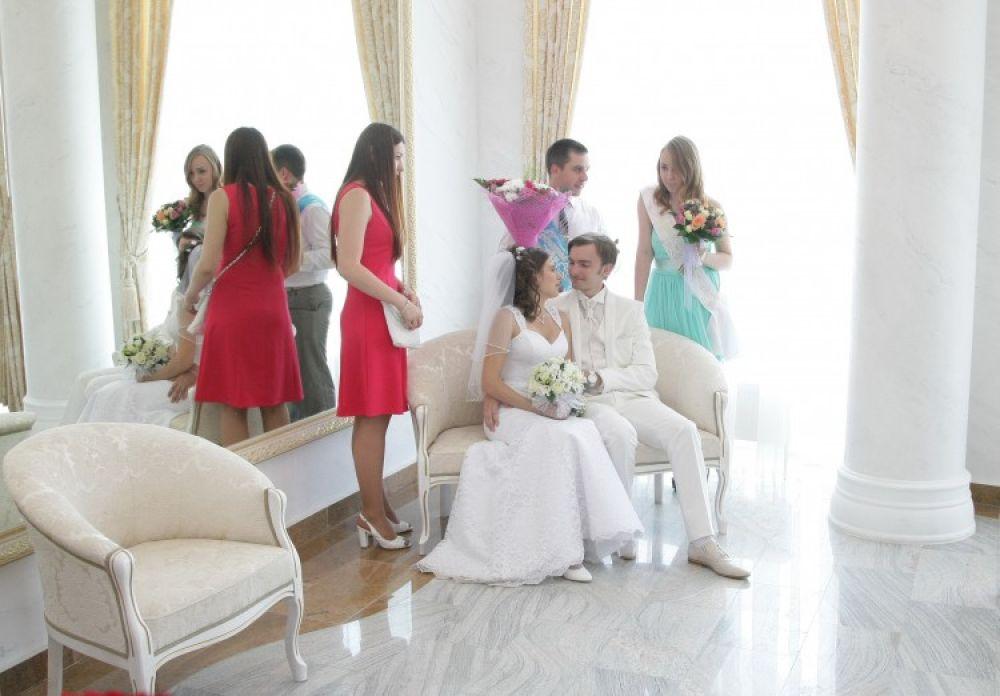 Уже более 500 пар забронировали время регистрации брака в новом Дворце бракосочетания