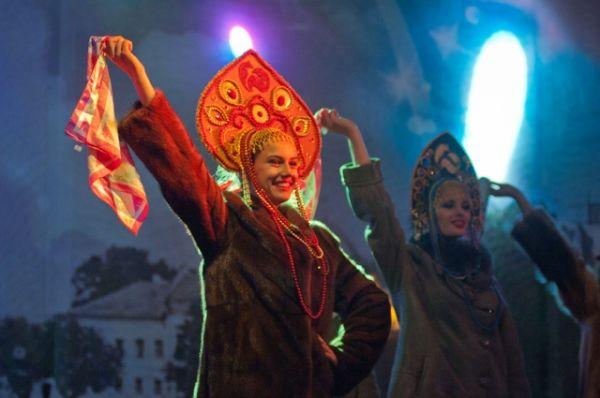 Меховой показ Новоторжской ярмарки у памятника Афанасия Никитину