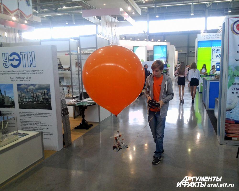 Нехитрое изделие уральских школьников: радиоуправляемый воздушный шар.