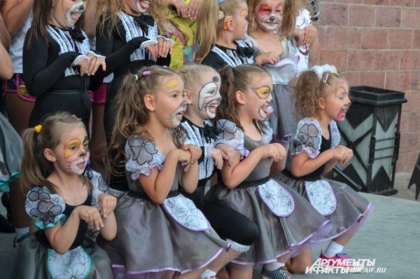 дети показали собравшимся веселое «собачее» представление.