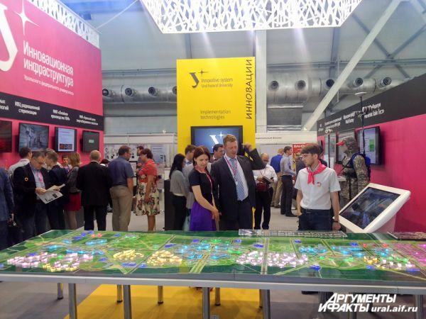 Уральский федеральный университет представил макет технопарка «Университетский» и кампуса УрФУ.