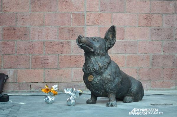 В 130-м квартале поставили фигуру пса.
