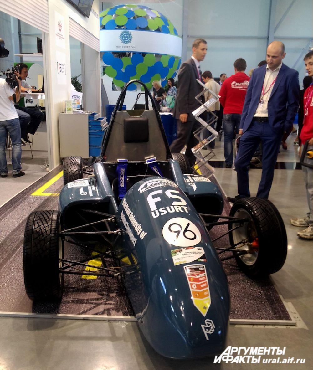 Еще один спортивный экспонат, представленный УрГУПС.