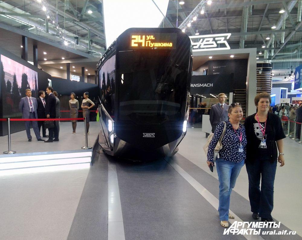 Гордость ИННОПРОМА: трамвай нового поколения RUSSIA ONE, окрещенный создателями «Айфон на рельсах».
