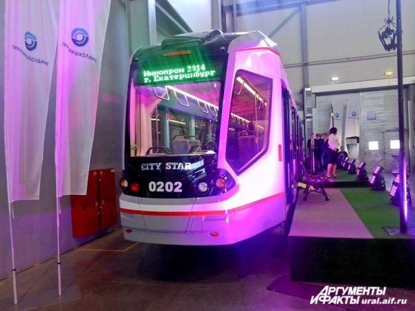 Первый в России 100% низкопольный трамвай. В обозримом будущем такие могут появиться и в Екатеринбурге.