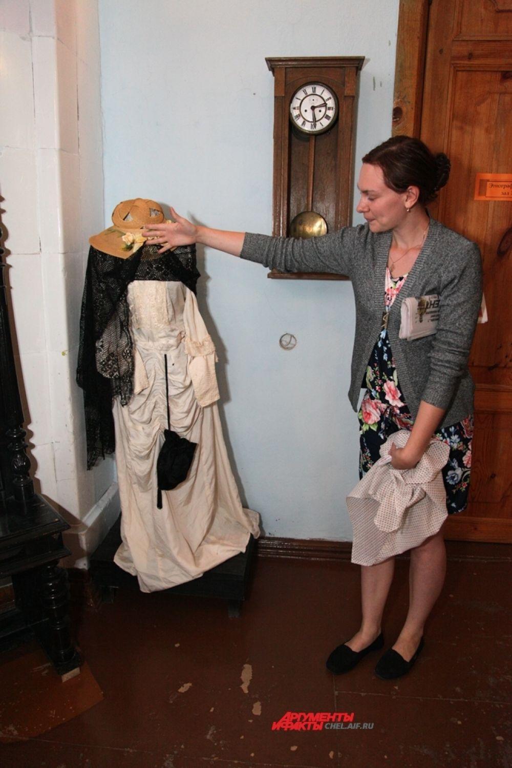 Свадебное платье ( в этом платье венчалась в Уфе 24 апреля 1906 г. Вера Артьмьевна Чекмарева и купцом Больщиковым)