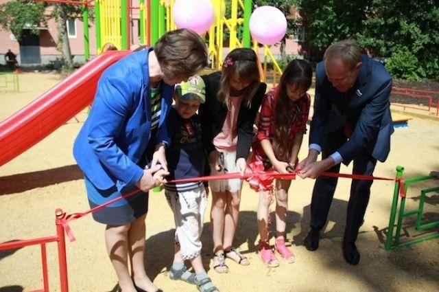 Девочка из Асбеста дождалась детской площадки от Путина