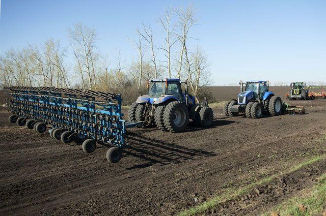 Уральские фермеры съехались в поле и увидели чудо-технику