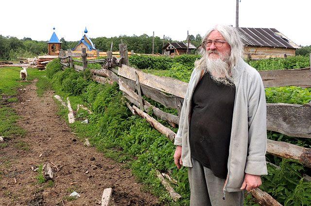 Отец Рафаил живёт в глухой деревушке под Угличем, в которой не осталось ни одного коренного жителя.