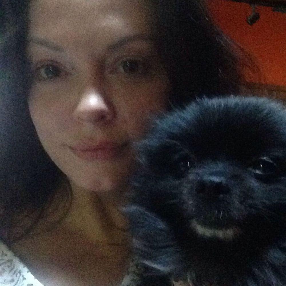 Пейдж Мэтьюс из телесериала «Все женщины ведьмы». Она же Роуз Макгоуэн – американская актриса итальянского происхождения