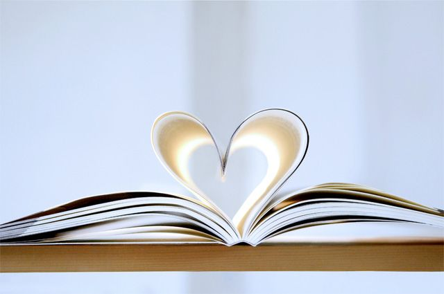 Омичка написала книгу о любви.