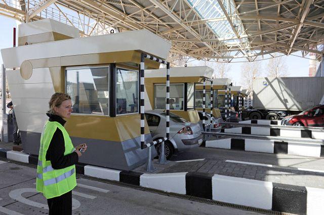 Пункт приема платы за проезд на южном участке Западного скоростного диаметра КАД Санкт-Петербурга.