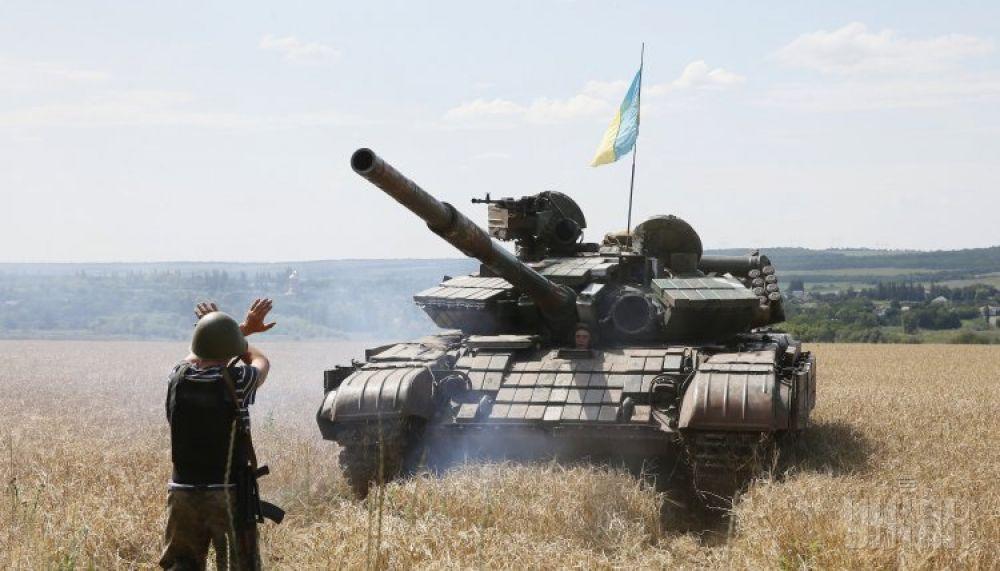 Танк на одном из блокпостов под Донецком