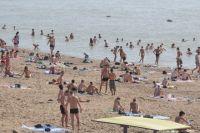 Большинство отдыхающих неизменно тянутся к морю.