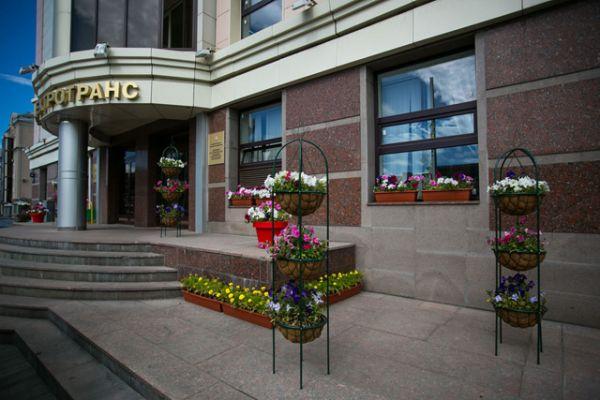 В целом, площадь высадки цветов в этом году увеличилась, что стало возможным благодаря активному участию в акции собственников зданий и офисов.