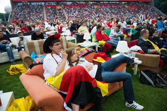 Болельщики сборной Германии по футболу.