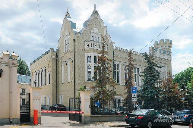Немец Кнопп построил вместе с сыном свой готический особняк в знак уважения к Англии, давшей ему знания и опыт для «текстильной революции» в России.