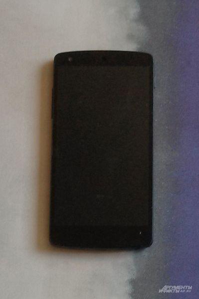 8-мегапиксельная камера Google Nexus 5 на фоне конкурентов может похвастаться доработанной функцией HDR+. Производитель также отмечает четырёхкратный цифровой зум.