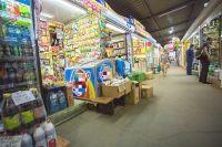 Покупателей зазывают яркими наклейками товара, но прячут наклейки со сроком годности.