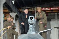 Руководитель Северной Кореи Ким Чен Ын на военном объекте.