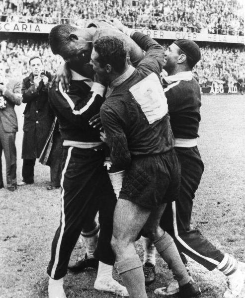 Швеция – Бразилия: 2:5. 1958 год. Стадион Росунда, Швеция, Стокгольм. Впервые Бразилия выигрывает титул чемпионата мира.