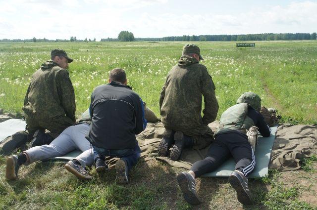 По мысли организаторов, после таких занятий ребята сами захотят в армию.