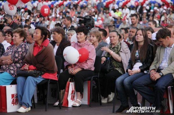 А все жители города отметили важное событие концертом.