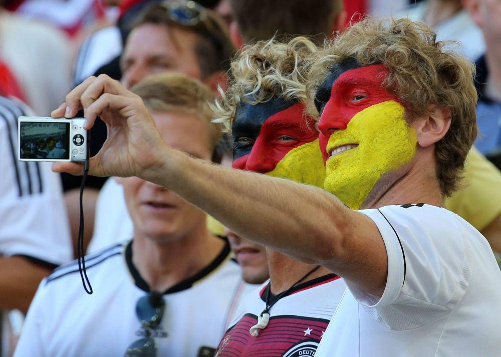Тонкий намек на селфи от немецких фанатов