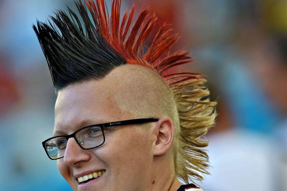Немецкий болельщик перекрасил волосы в цвета родного флага