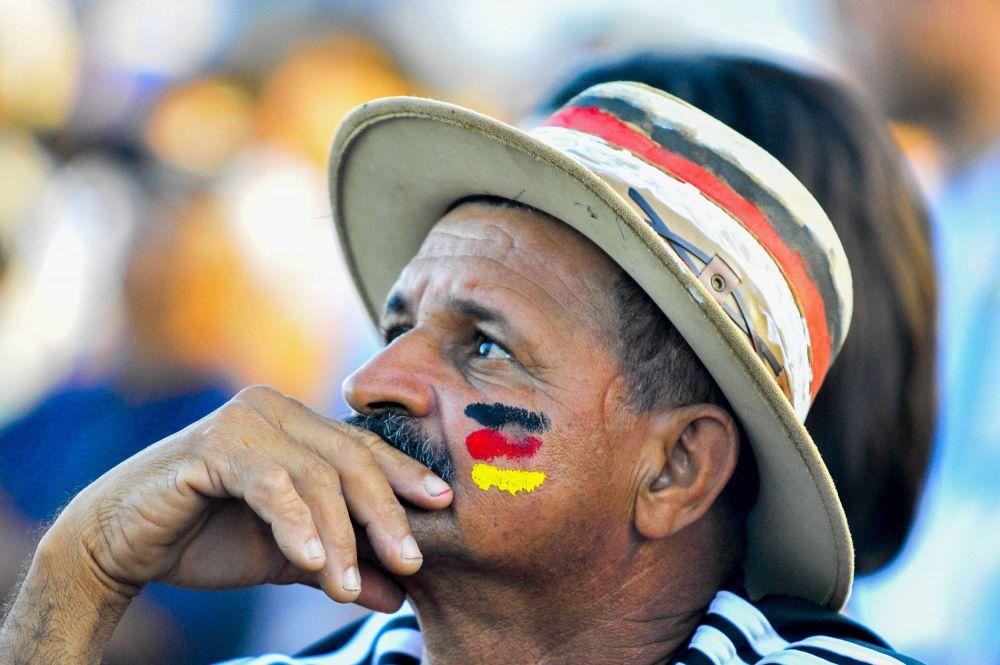 Этот мужчина эмоций не показывал, но внутренне явно переживал за сборную Германии
