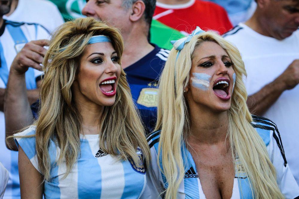 Аргентинские болельщицы. В Аргентине любят футбол даже девушки