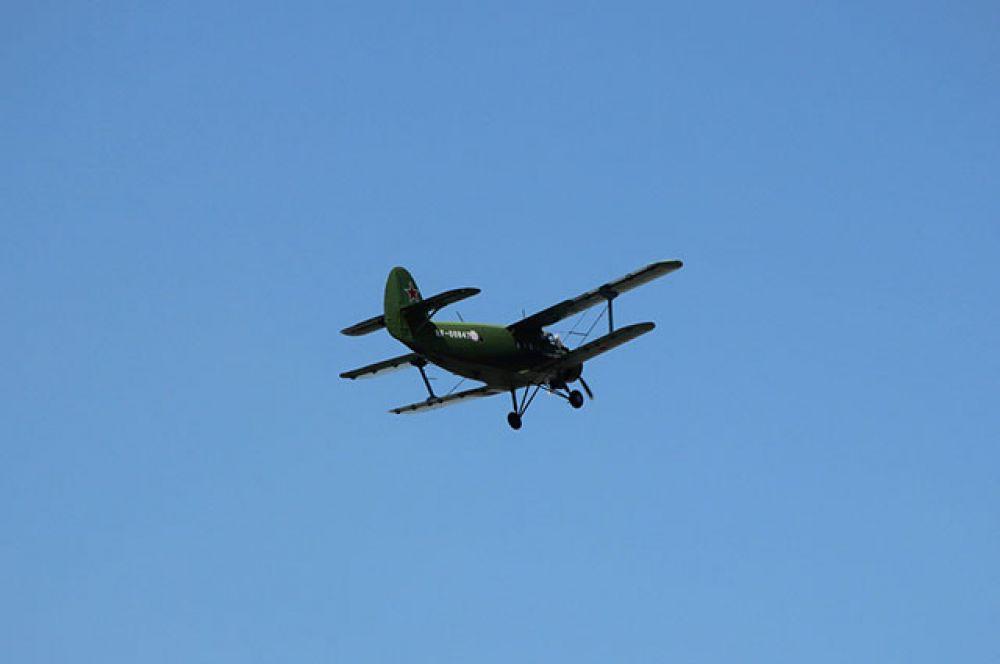 В реконструкции приняли участие самолеты.