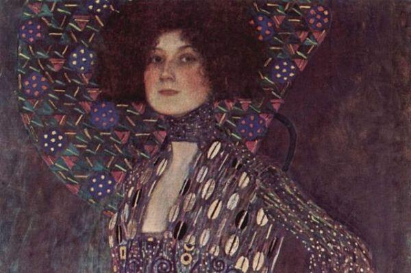 В начале 1890-х Климт встретил Эмилию Флеге. Она была модельером и владела салоном с названием «Сестры Флеге» в Вене. Несмотря на то, что Климт поддерживал отношения с разными женщинами, Флеге оставалась его спутницей до конца жизни. Биографы пишут, что в делах они были неразлучны. Климт ценил Эмилию Флеге как гордую, яркую, современную личность,  которая знает, чего хочет и как этого добиться.