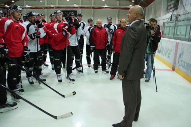 Виктор Назаров встретился с хоккеистами.