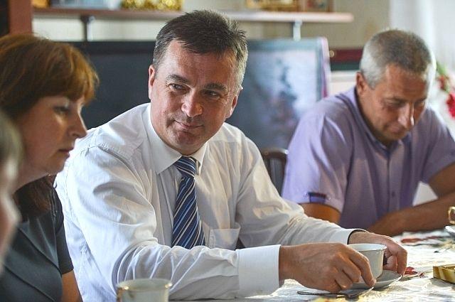 Владимир Миклушевский беседует с жителями Приморского края.