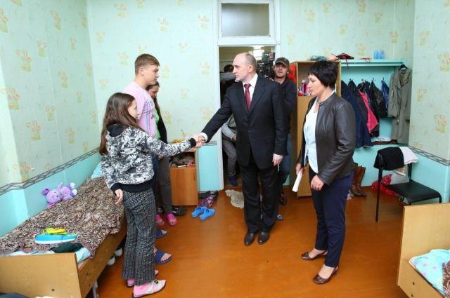 Дубровский встретился с беженцами из Украины.